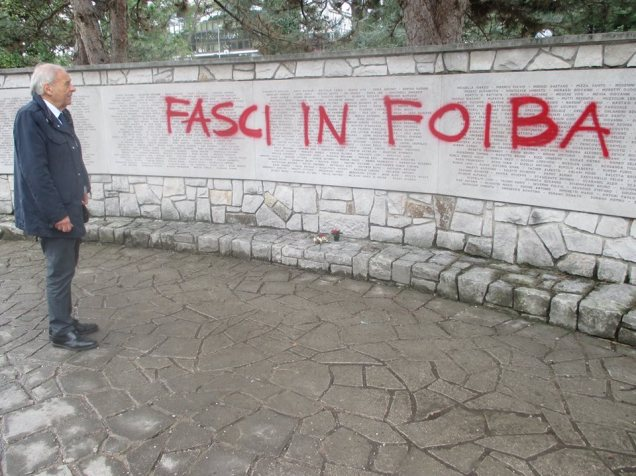 Il monumento ai martiri delle foibe profanato a Gorizia