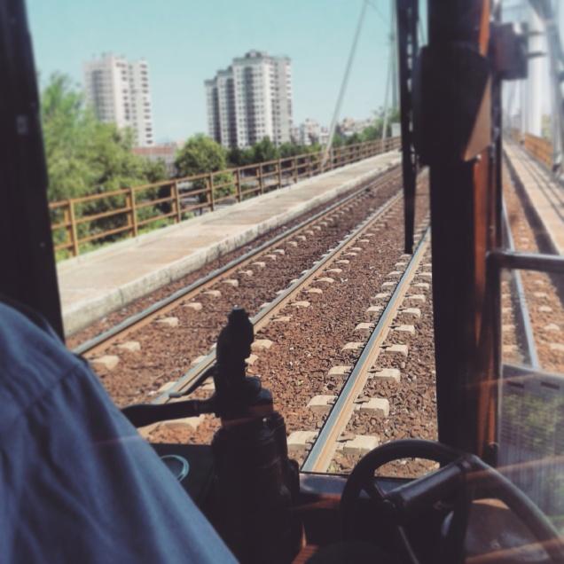 La corsa in tram fino all'ingresso Est