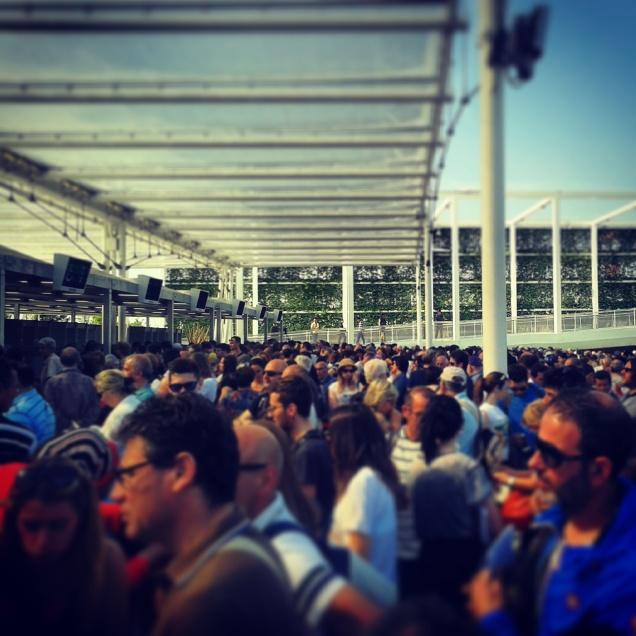 Folla all'ingresso Ovest (2° giorno)