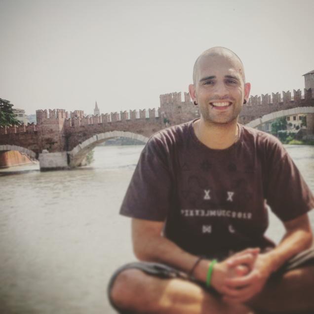 Me con alle spalle il ponte di Castelvecchio