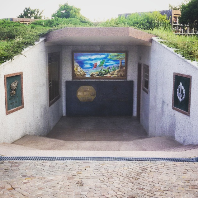 L'esterno della cripta del Battaglione Volontari, 8° reggimento bersaglieri (dopo la sistemazione)