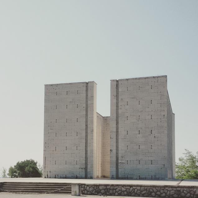 Vista frontale del monumento