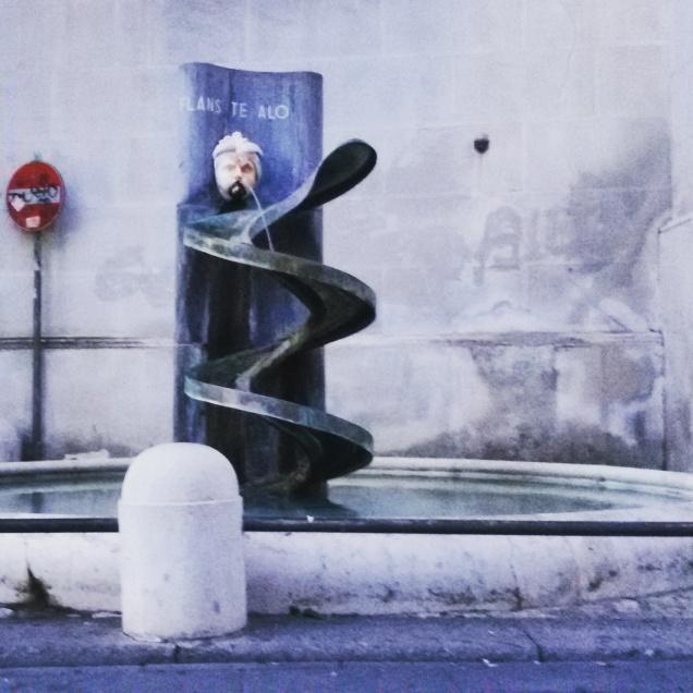 Una piccola ma simpatica fontana, ubicata lungo il corso Garibaldi