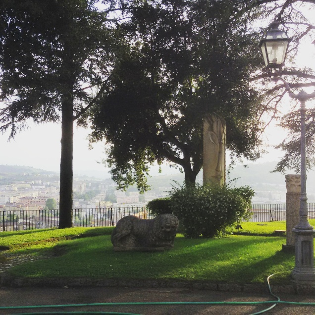 Una parte del giardino della Rocca dei Rettori
