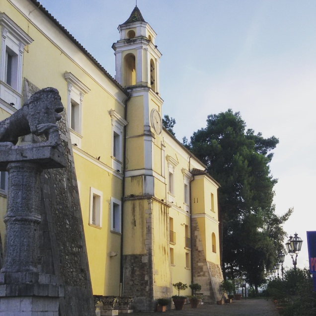 Vista laterale della Rocca dei Rettori
