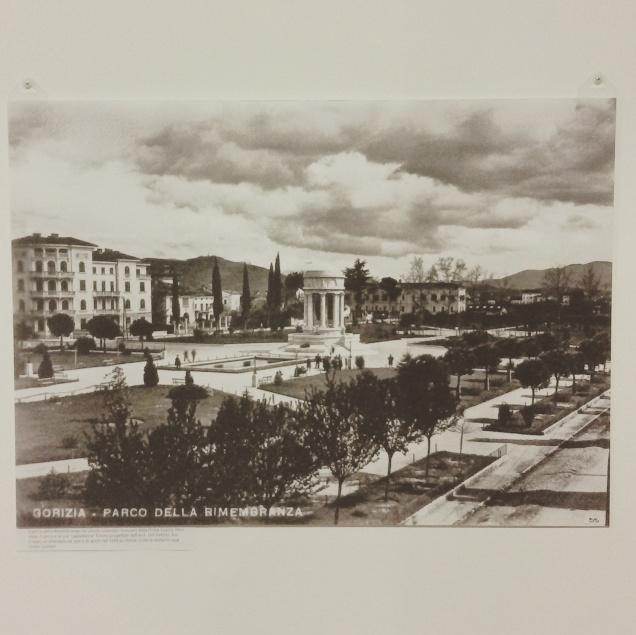 Foto del parco della Rimembranza con tempietto centrale