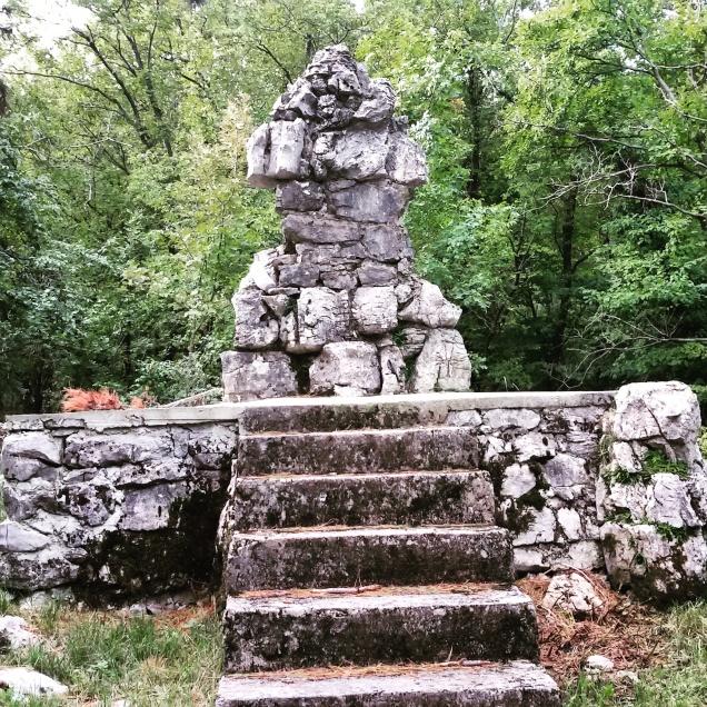 Monumento nei pressi di quota 526