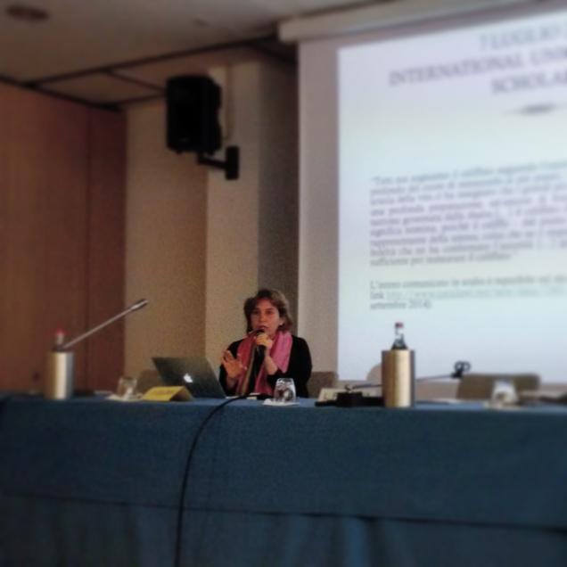 La prof.sa Valentina Colombo durante la lezione