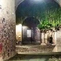 L'ingresso per la casa di Giulietta e la sua statua