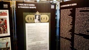 La dichiarazione di guerra del Regno d'Italia (a dx) e i proclami di guerra di Francesco Giuseppe (a sx)