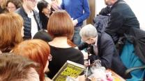 Mario Giordano che autografa i libri