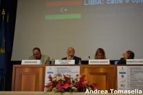 Il vicesindaco di Tripoli mentre espone il suo discorso