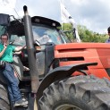 Militanti della Lega Nord sul trattore