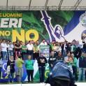 Matteo Salvini e i sindaci leghisti sul palco di Pontida