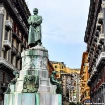 Statua dedicata a Re Umberto I a Napoli