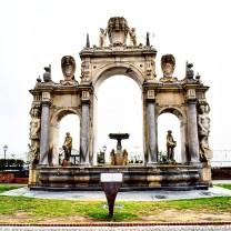 vista frontale della fontana dell'Immacolatella