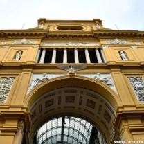 Un ingresso alla Galleria Umberto I