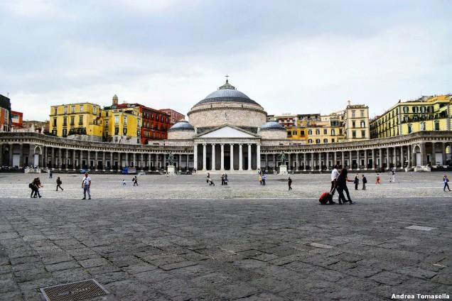 Basilica pontificia San Francesco di Paola vista da Piazza del Plebiscito