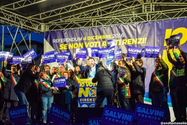 Cartelli con scritto Salvini premier