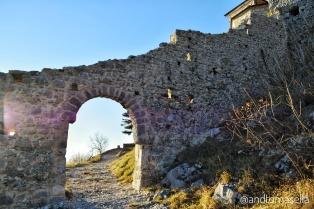 mura di una chiesa antica
