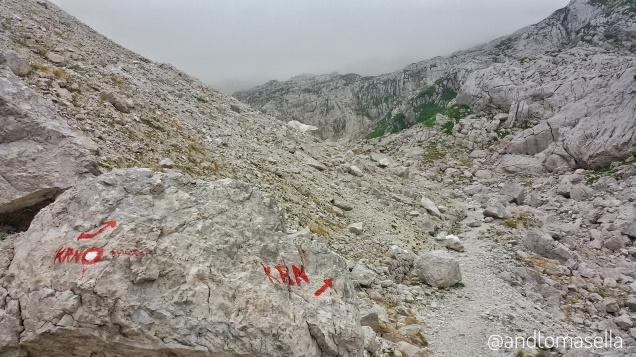 sentiero di montagna segnalato