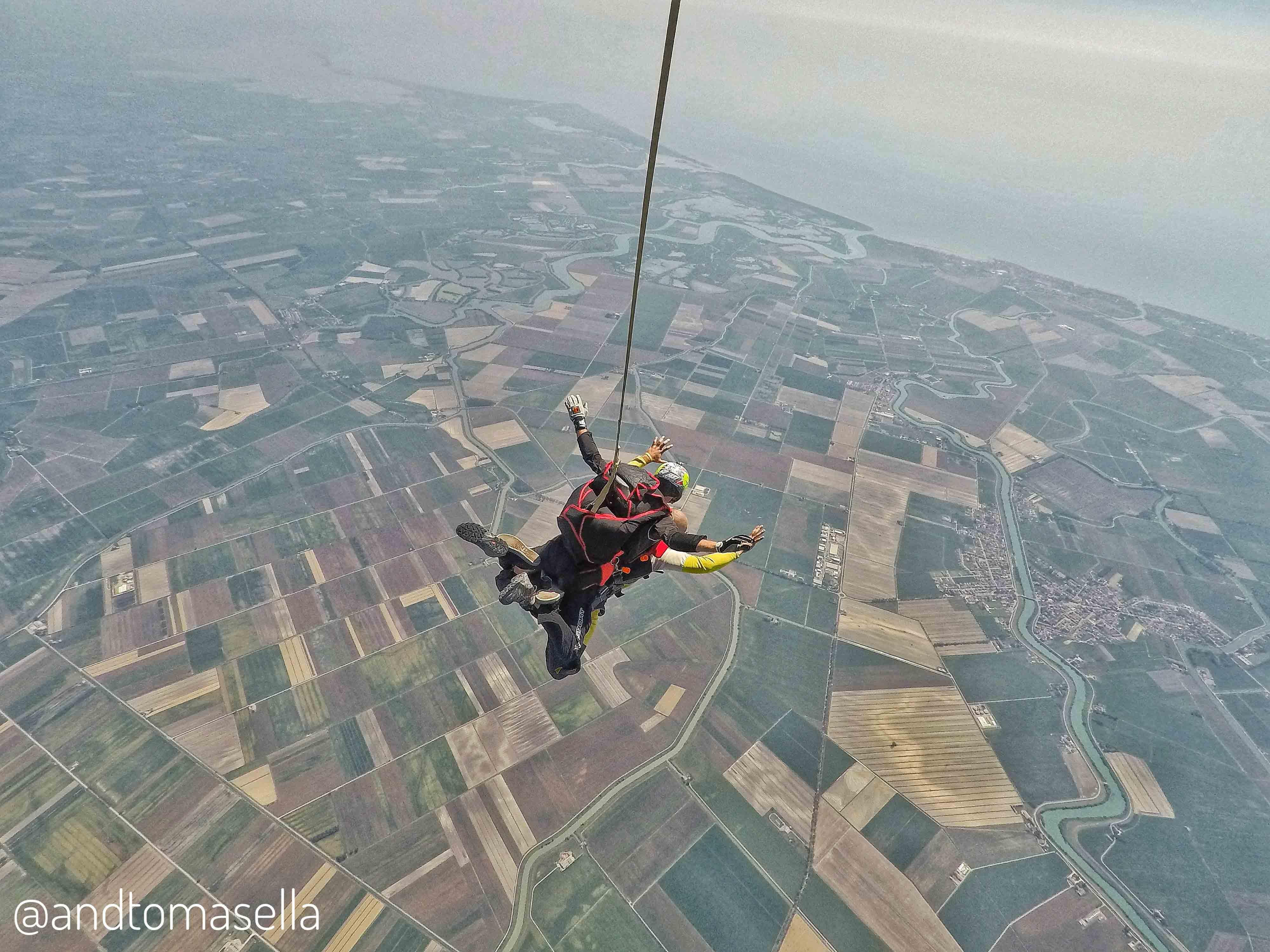 lancio in tandem con paracadute skydive venice
