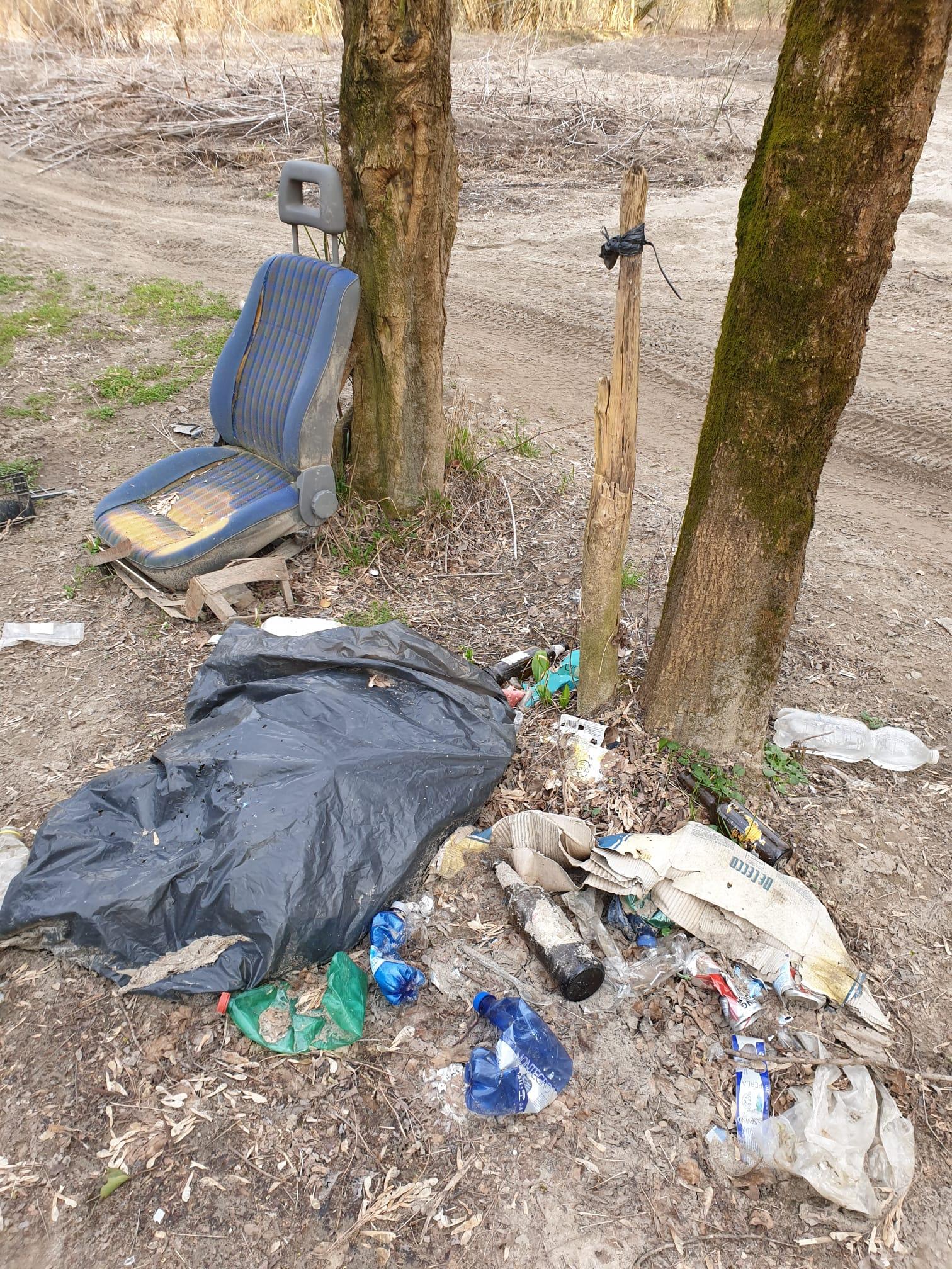 abbandono rifiuti parco isonzo lucinico 2